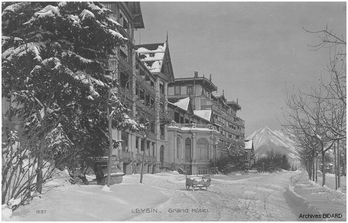 SUISSE_LEYSIN_Grand_Hotel_CPA_L687.jpg (108716 octets)